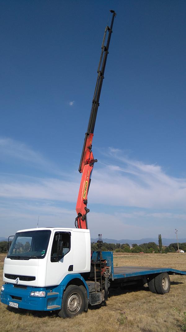 камион рено с висока стрела за повдигане на голями обекти