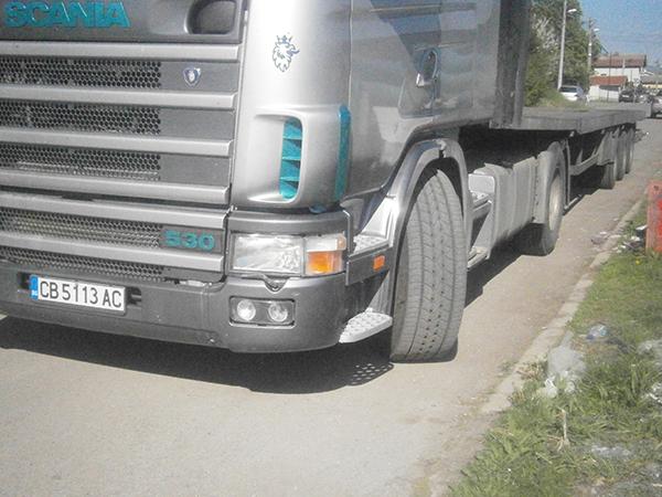 камион сканиа сив с дълго ремарке за извънгабаритни товари
