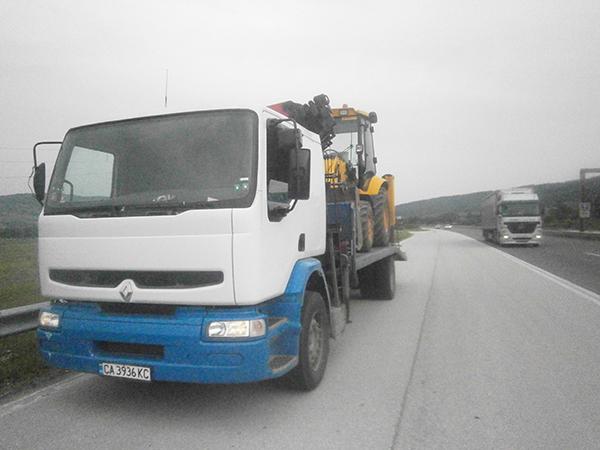 камион рено с платформа за превозване на голями товари