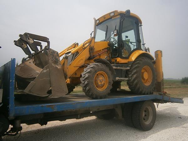 Платформа върху която може да се транспортира трактор