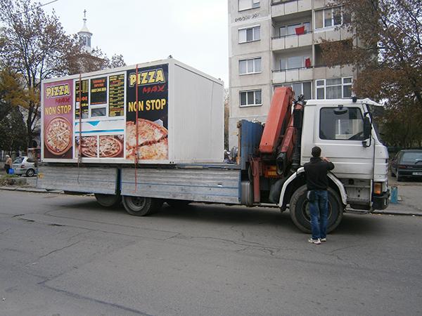 камион с влекач и платформа могат и да преместят и контеинери