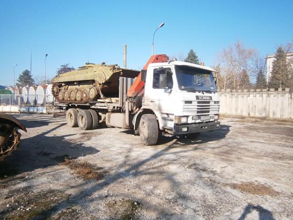 """Scania"""" с влекач. Товарното помещение е с размери: 13.60 x 2.50 – платформа;"""