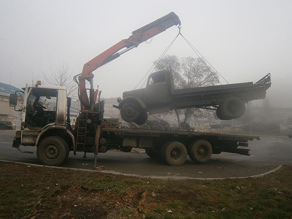 Повдигане на камион с кран