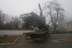 камион с кран повдигане на друг камион