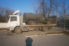 камион с платформа за други превозни средства